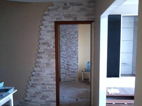 Отделка дверного проема искусственным камнем 4